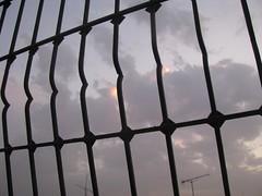 من نافدة سطح البيت (Sadek Miloudi (zoe4ever)) Tags: cloud window morocco maroc شمس غروب oujda المغرب غيوم أشعة سحابة غيمة وجدة غسق غمامة نافدة