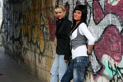 Flo & Stef aka les MUCH (annick777 aka elia grace) Tags: ladies portrait fashion female florence women much femmes estefania