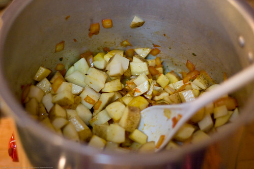 Frugaltarian Cooking: saute onions and potatoes