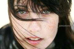 (.PolloPatagonico.) Tags: girl look eyes pretty windy ojos freckles hermosa pecas ventoso