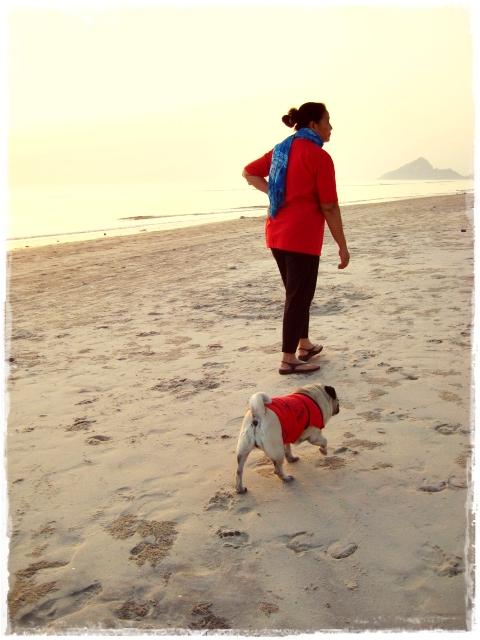 HuaHin Trip: Red girls