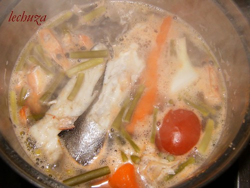Sopa de pescado y marisco-caldo
