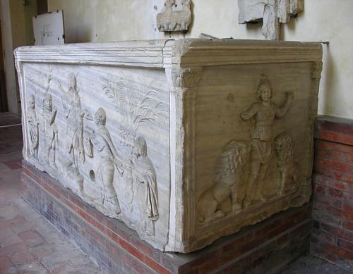 Schizophrenic altar