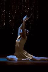 Cuba Ballerina Light Habana (Rey Cuba) Tags: girls light ballet luces nikon theater purple amor stage havana cuba presentation framing entrega stretching lahabana purpura d90 dedicacion estirando nikond90 nikonflickraward reycuba