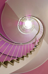 the light from above - Cafe Glockenspiel, Mnchen (daitoZen) Tags: pink blur geometric beautiful beauty stairs composition germany munich mnchen spiral deutschland photography star moving movement stair steps rosa stairwell treppe escalera step staircase munchen ww muenchen circular spiralstaircase stufe wendeltreppe blueribbonwinner spiralstairways cafeglockenspiel spiralis windmillsspirals