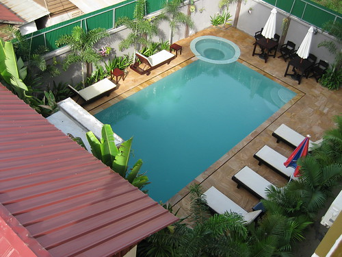 swimming pool at Tanei guesthouse at Siem Reap