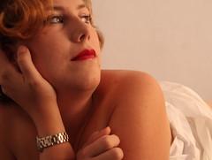 pensativa (luuuodiaz) Tags: portrait woman canon donna mujer retrato thinking pelirroja pensativa d40 luzezita luzdiaz