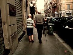 Insieme (Gatto. Nero.) Tags: donna strada milano mani uomo coppia anziani mmportavenezia umarels passiincerti viafelicecasati