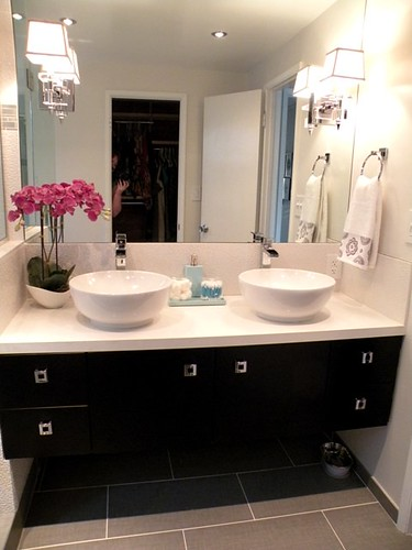 3961162770 6302821ed8 HGTV Divine Design with Candice Olson Takes on Modern Bathroom Design