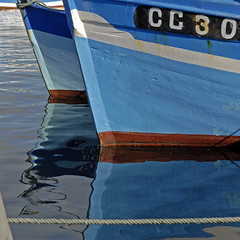 Les filets bleus de Concarneau (SylvieLeBars) Tags: boat lumière bleu bateau couleur barque pêche carréfrançais
