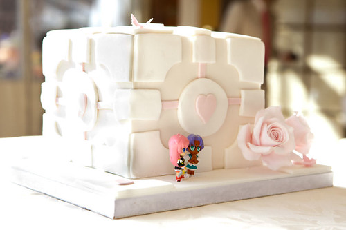 Companion Cube cake with Utena toppers