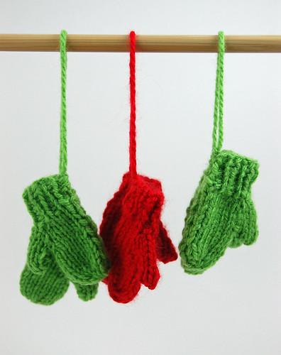 Mini Mitten Ornaments 02