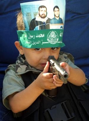 child wit gun
