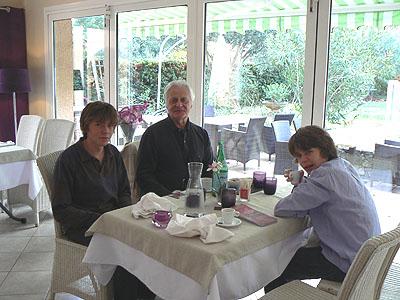 les trois hommes de la table.jpg