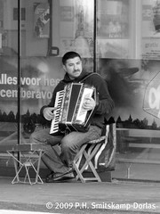Straat muzikant - KJPlein - Voorburg - November - 2009 (Sproetje1958) Tags: street people bw music accordianplayer leidschendamvoorburg