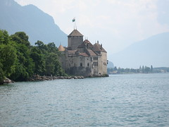 Château de Chillon. Castillo de Chillon.The Chillon Castle. Schloss Chillon. (dietadeporte) Tags: city blue summer lake castle water água azul clouds río canon river lago schweiz switzerland see agua eau wasser europa europe suisse suiza fiume lac 2006 rhône castelo suíça chillon blau rotten svizzera leman schloss acqua azzurro castello château strom castillo lordbyron fleuve montreux châteaudechillon svizra roine confoederatiohelvetica veytaux schweizerischeeidgenossenschaft confédérationsuisse confederazionesvizzera confederaziunsvizra ròse rôno cantóndevaud scholosschillon