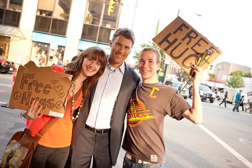 Free Hugs mit dem Bürgermeister von Vancouver