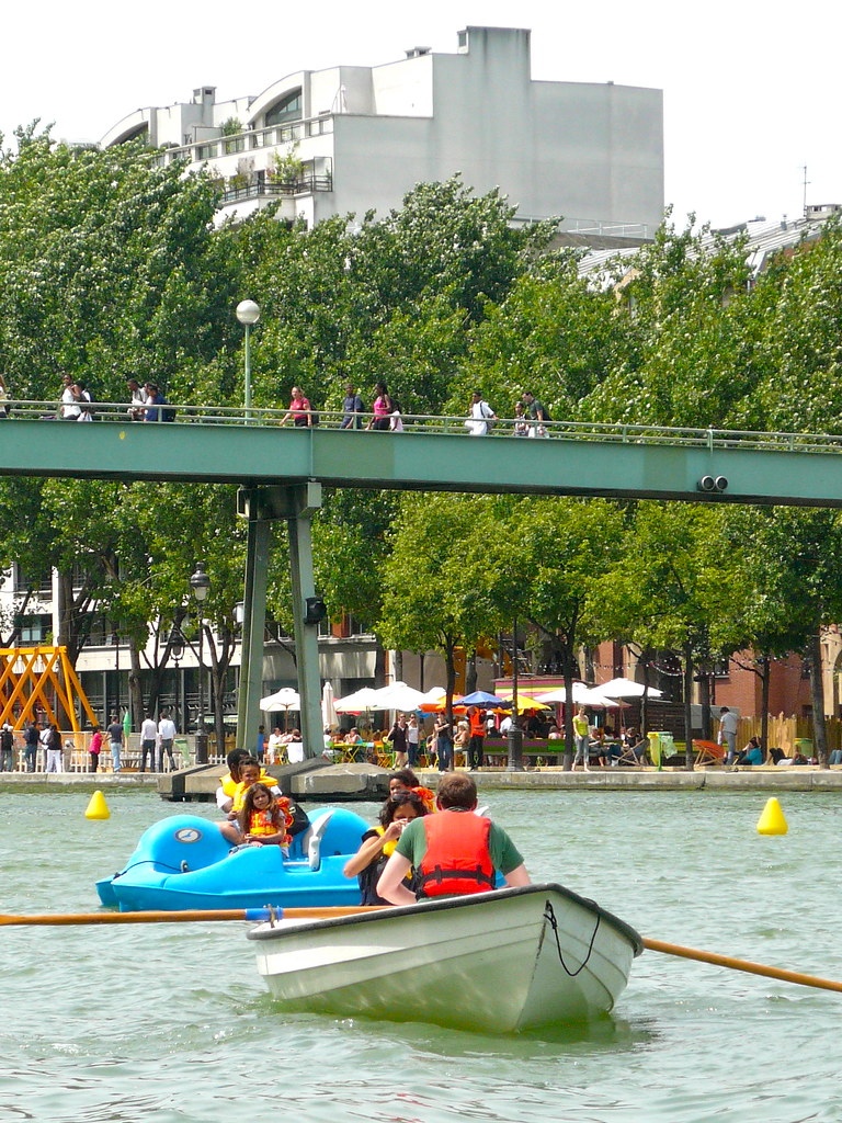 Paris Plage on the Bassin de la Villette. Row, pedal, canoe... lots of different activities are on offer. Photo: JasonW