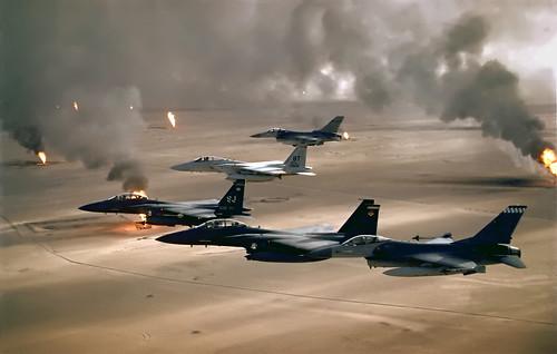 フリー画像| 航空機/飛行機| 軍用機| 戦闘機| F-15 イーグル| F-15 Eagle| F-16 ファイティング・ファルコン| F-16C Fighting Falcon|    フリー素材|
