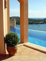 005 (thi.g) Tags: sea sky costa plant pool sunshine garden islands coast bush mediterranean estate view pillar scenic pot mallorca calma thig balearic santaponsa thilogierschner