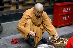 Cleaning the cups at Wenshu Temple (ctownjb) Tags: china orange cup water asian temple asia head buddhist chinese shaved monk cleaning squat chengdu chinadigitaltimes  sichuan shanghaiist  washing province robes  wenshu   ctrippic
