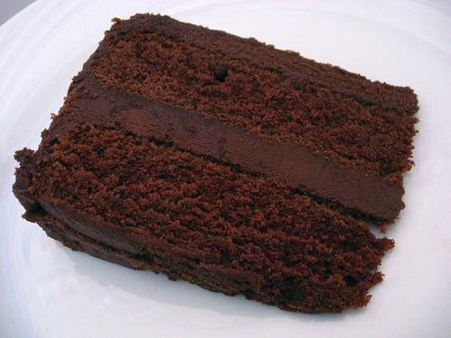 Bolo com ganache de chocolate