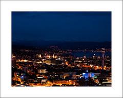 View towards the old town (Christa (ch-cnb)) Tags: nightphotography wheel schweiz switzerland zurich ferris olympus bluehour zrich zuiko swd stpeter e5 zrichsee grossmnster fraumnster waid johanniterkirche zd1260mm
