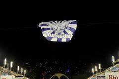 ET Port 170212 007 Bandeira DA áGUIA Apoteose (Valéria del Cueto) Tags: portela ensaiotécnico bateria escoladesamba riodejaneiro samba sapucaí sambódromodarciribeiro apoteose carnaval carnival carnevaleriocom carnevaledirio valériadelcueto azul brasil brazil águia bandeira