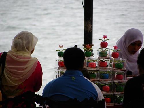 Teluk Chempedak | Solar Flower Seller
