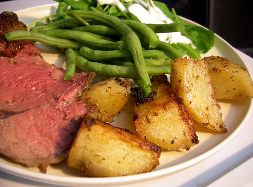Standing rib roast, potatos, green beans and arugula
