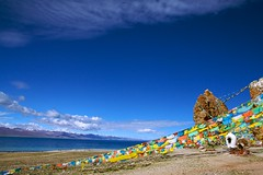 天高云淡 / Light clouds in the clear sky (randomix) Tags: china nature landscapes day outdoor buddhism tibet tibetan 中国 namtso tamron 西藏 a16 佛教 纳木错 藏传佛教 tibetautonomousregion 藏区 腾龙 tamronspaf1750mmf28if གནམ་མཚོ་ signyai