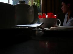 TeaTime (kermittina [petitepeste!]) Tags: ceramica macro girl silver tea sister sugar porcelain ragazza valentina zucchero argento sorella nikoncoolpixp2 kermittina
