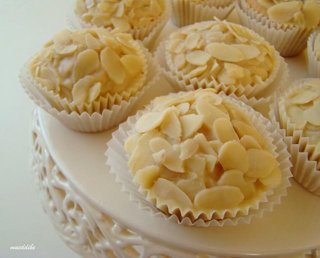 tarçınlı&beyaz çikolatalı muffin