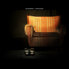 LonelinesS (Estrella Daz Photovisual) Tags: light color luz composition canon vintage square sofa frame lonely soledad cdcover 50mm18 tacita squareframe postproduccion eos400d estrelladaz wwwestrelladiaznet estrelladiaz tacita85