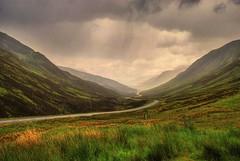 Valle de Glencoe / Glencoe Valley (Csar Atanes) Tags: road uk naturaleza mountain nature landscape scotland highlands camino britain path argyll united great altas valle kingdom paisaje valley glencoe gran we