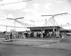 New gas station, Fort Worth, Texas 1964 (| El Caganer) Tags: cheesecake retro 1964 oldgasstation fortworthtexas automobilia cheapgas advertisingphoto premiergas