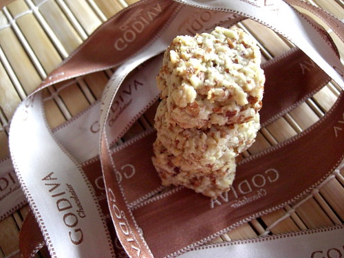 Almond base cookies