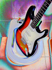 Hendrix (Gustavo Fernandes 66) Tags: bathroom guitar guitarra jimmy hendrix psychedelic strat banheiro stratocaster bid psicadelismo