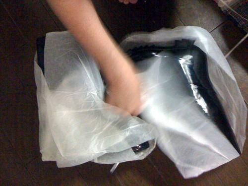 desempaquetando botas