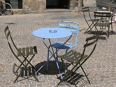 aix, table et chaises.jpg