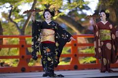 Iwai-mai  #4 (Onihide) Tags: kyoto explore maiko mapleleaf kitanotenmangu kamishichiken momijien naokazu ichiteru katsuru onihide iwaimai