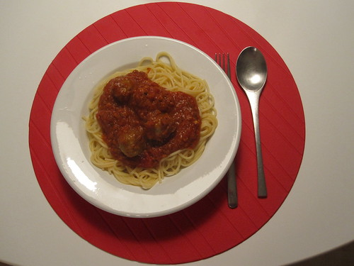 Spaghetti with mat balls at home