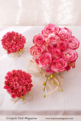 Pink rose centerpieces (L'esprit Sud Magazine) Tags: christmas pink flowers wedding roses holiday floral design romantic bridal floraldesign centerpieces onlinemagazine bridaldesign lespritsudmagazine dazzlingflowerideas lespritsudmagazinebridaldesign