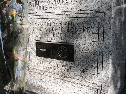 Se llevó el dinero a la tumba