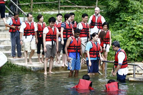 Bambo Rafting : Belum Resort, Pulau Banding, Perakt