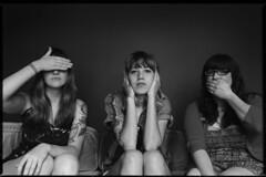 Vivian Girls (oscarinn) Tags: portrait blackandwhite music blancoynegro mexico punk retrato musicmakers indie viviangirls fuzzsound krecordssound