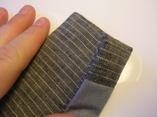 The finished pocket; if in topstitching any of the underlining shows through, the grey will keep the gaffe near undetectable.