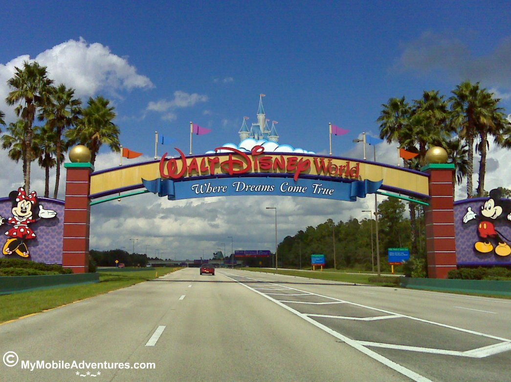 IMG00501-WDW-gates-on-the-road