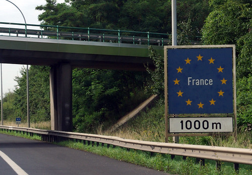 Standard border sign