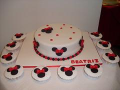 Bolo Minnie e cupcakes (Isabel Casimiro) Tags: cake christening playstation bolos bolosartisticos bolosdecorados bolopirataecupcakes bolopirata bolosdeaniversrocakedesign bolosparamenina bolosparamenino